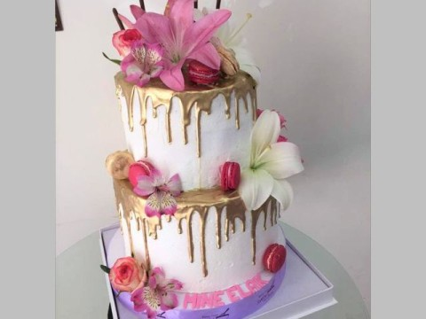 2 tiers floral cake