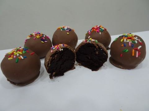 Chocolate Cake Pop 4,000 LL each