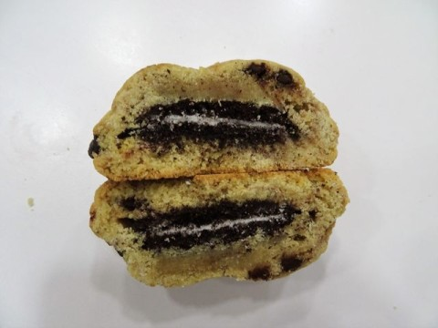 Chocolate chip filled with Oreo 2,500 LL