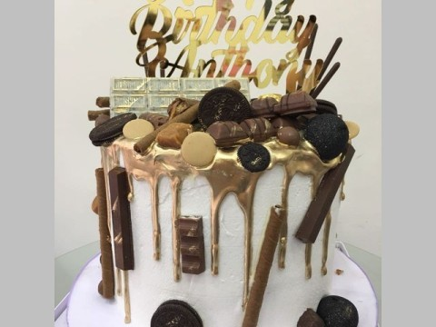 Gold dipped cake with chocolate