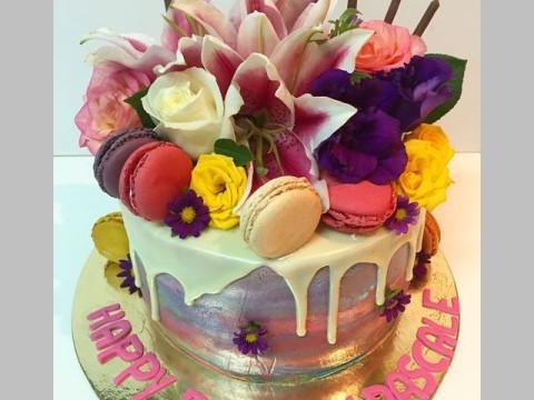 Tie dye maccaron cake