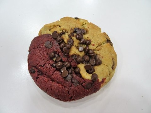 Half Chocolate Chip Half Red Velvet 4,000 LL