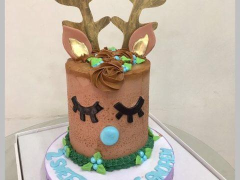 chirstmas cake starting 80,000 LL