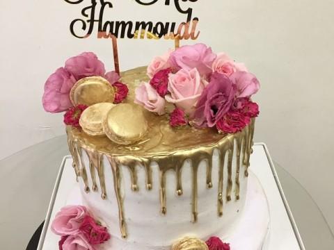 Classy maccaron floral cake