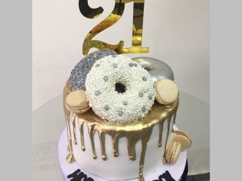Silver Donut & Gold dripping cake