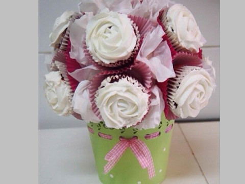 White Cupcake Bouquet 80,000 LL