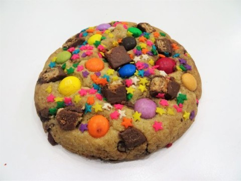 Chocolate chip cookie with 3 different flavors 8,000 LL
