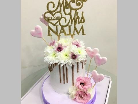 Rose gold dripped engagment cake