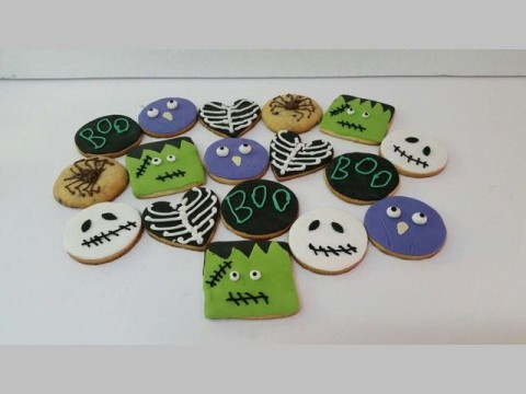 Halloween sugar cookie 4,500 LL each