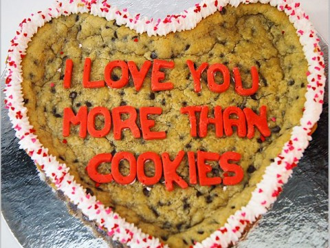 Heart theme giant cookie 60,000 LL each