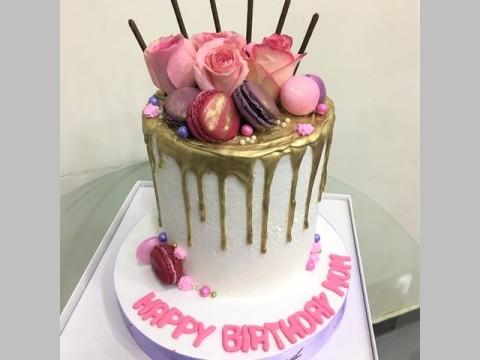Pink roses and pink maccaron cake