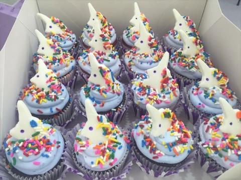 Small unicorn cupcakes