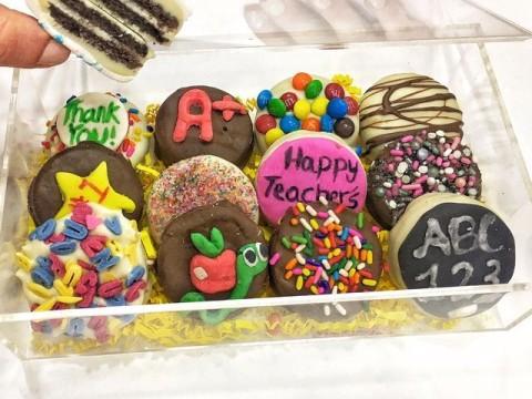Teacher's day oreo dipped in chocolate 1,500 LL each