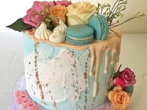 tir die blue cake floral maccaron cake