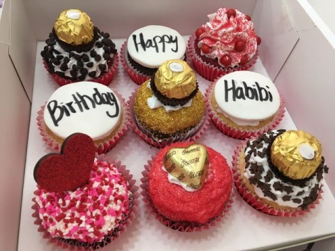 love themed cupcakes