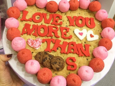 Valentine 34 cm heart cookie 70,000 LL each