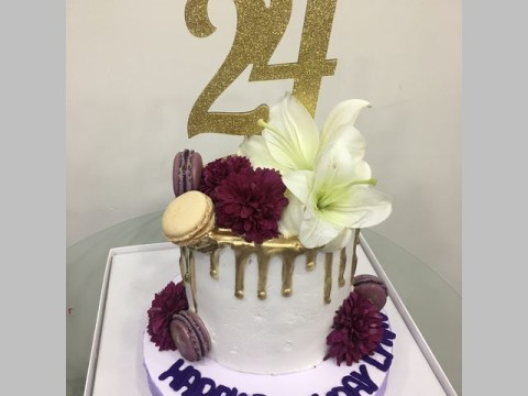 White floral on gold dripping cake