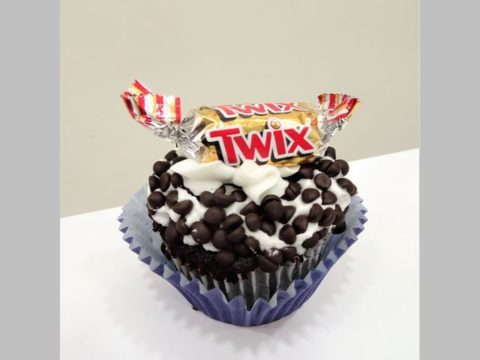 Twix cupcake 5,000 LL each