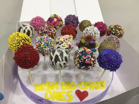 Mixed cake pops stand