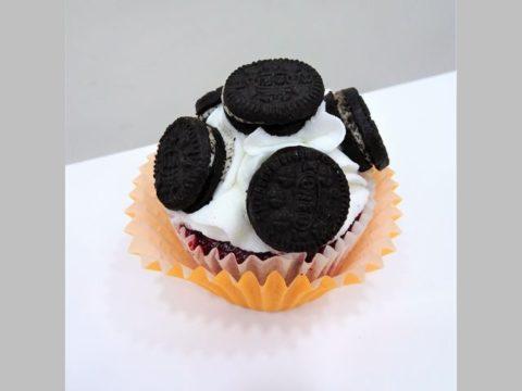 oreo cupcake 5,000 LL each