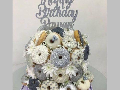 white & metalic donut cake