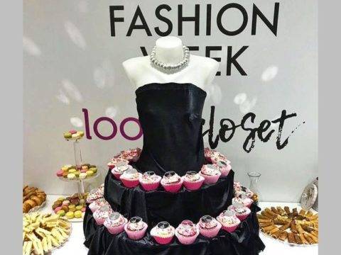 L'Oreal cupcakes stand